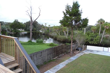 Waterfront Home /Large Private Yard - Holiday - Huis