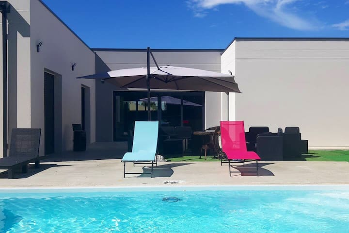 superbe villa avec piscine au calme