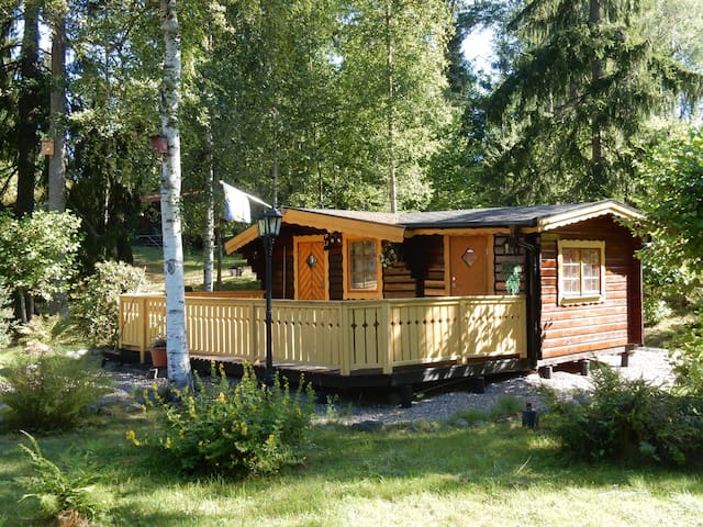 Stuga for rent in a wooded area at a lake - Flen S