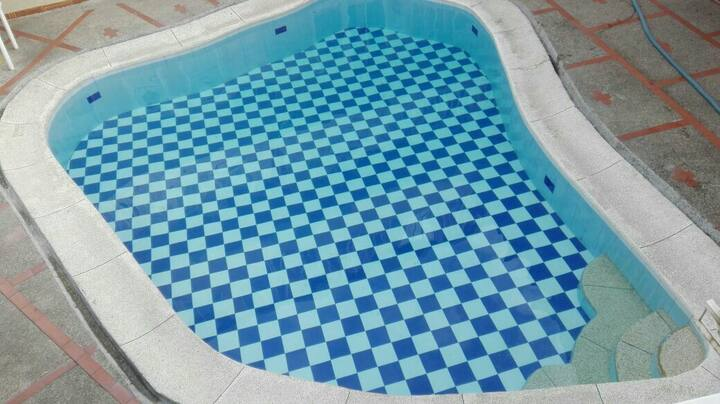 Hotel piscina los Alpes