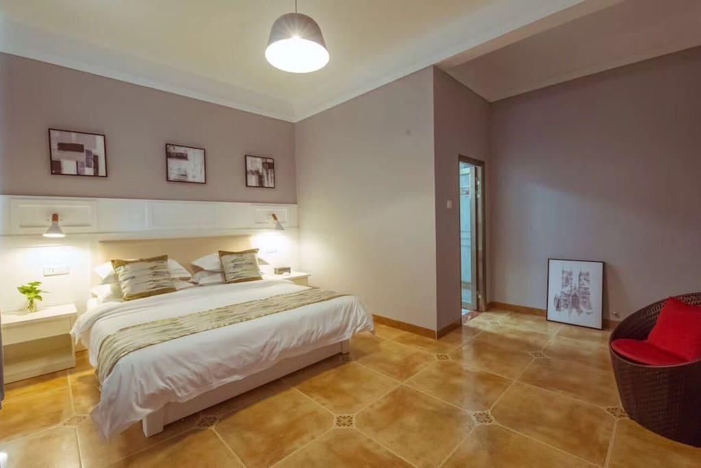 简单温馨大床房