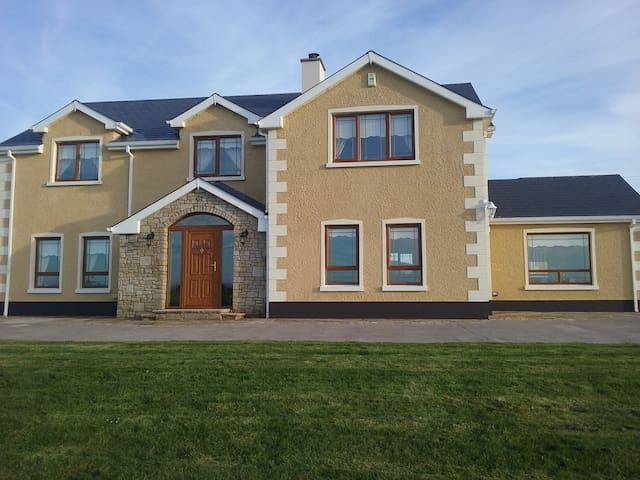 Wild Atlantic Way, Spacious Ensuite rooms - County Donegal - House
