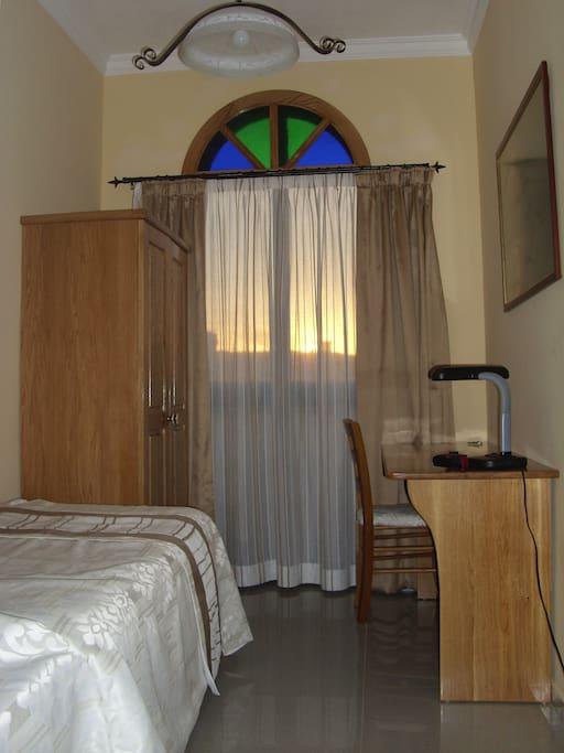 Guest's single bedroom