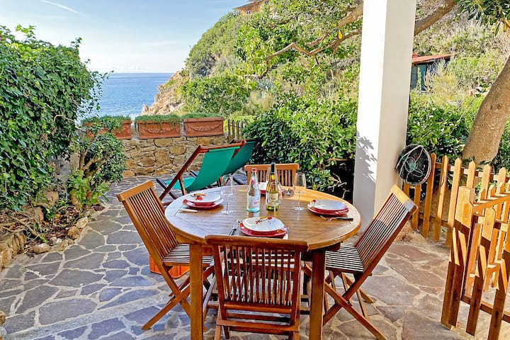 Elba Island - 2 rooms with sea view in Scaglieri