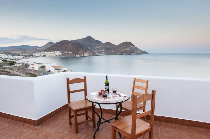Habitación roja espectaculares vistas baño privado - San José