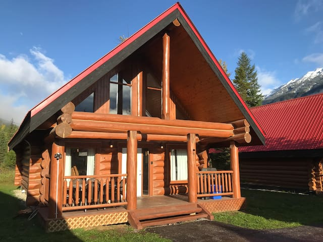 Relaxing Chalet ** Perfect for Physical Distancing