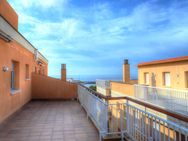 Penthouse 50 meters from the sea for 4 people E20019