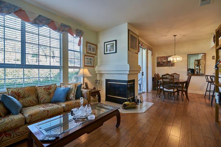 Sunny, family-friendly condominium - Rancho Santa Margarita