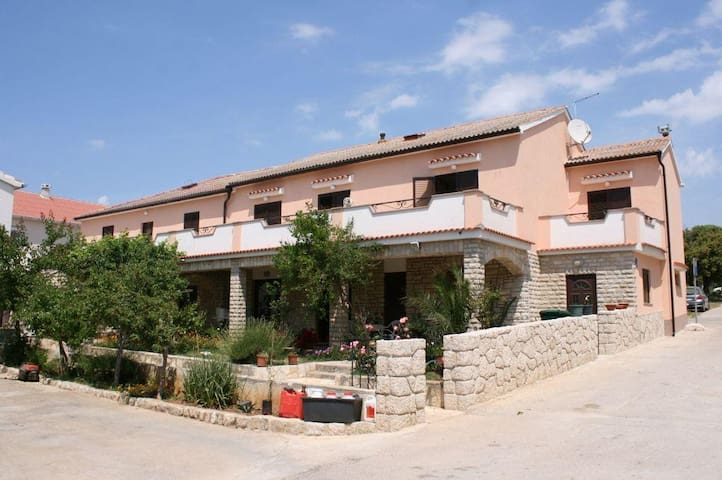 Two bedroom apartment with terrace and sea view Mandre, Pag (A-6457-d) - Mandre - 公寓