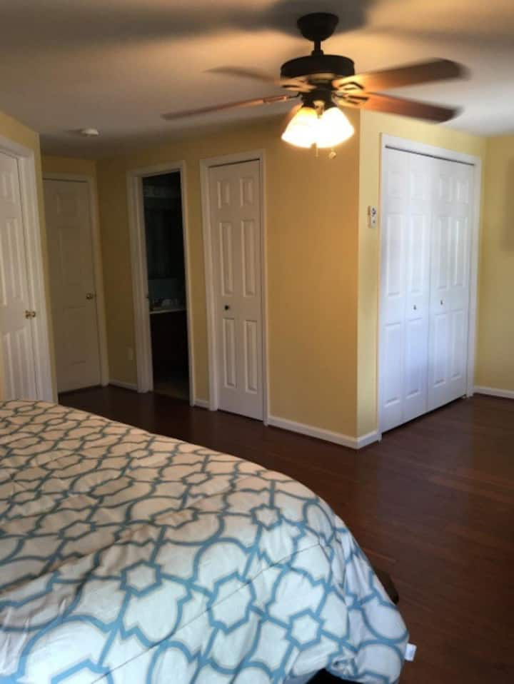 Condo located by airport, freeway, and mall.