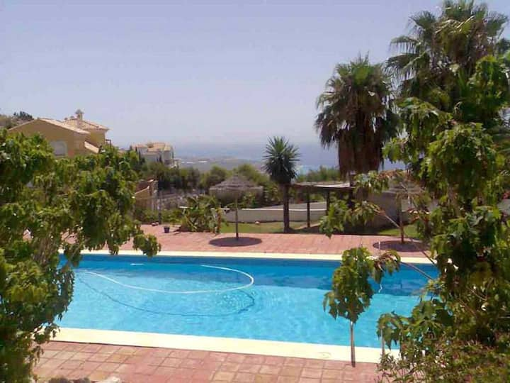 House with one bedroom in Salobreña, with wonderful sea view, shared pool, furnished terrace - 2 km from the beach