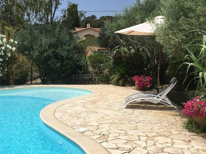 Maison Provençale avec piscine .