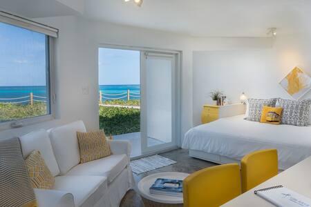 Villa Kaya - Yellow Suite - Ocean Front