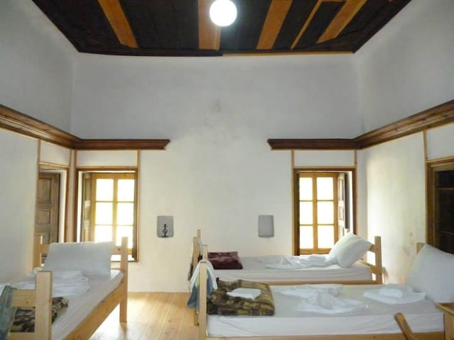 Private room - Gjirokaster - Dům