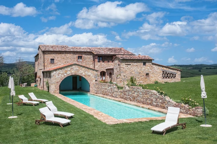 Dream Waters Villa near Medieval Spas and Wines