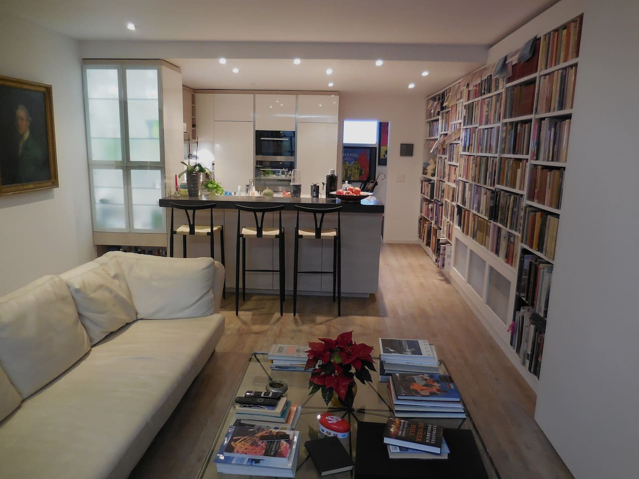Elegantly appointed apartment that will accommodate 2 to 4 adults with its own private entrance and parking area. Shared pool, private sauna, terrace and free WiFi.