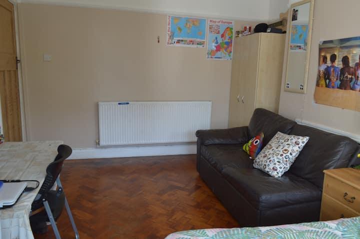 Large spacious room Grangetown CF11