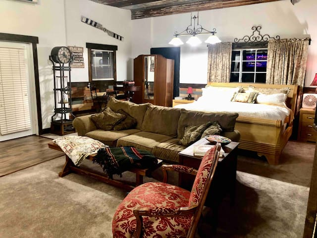 600 sq. ft. King Suite Guest House