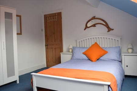 Room in Lakes market town. Small double & single - Ulverston - Ház