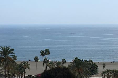 Large Spanish apartment with panoramic sea views - Estepona - Apartment