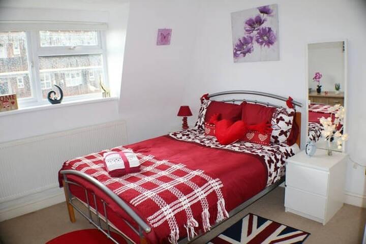 LOVELY double room in Barking, IG11 (LONDON ) - Barking - Talo