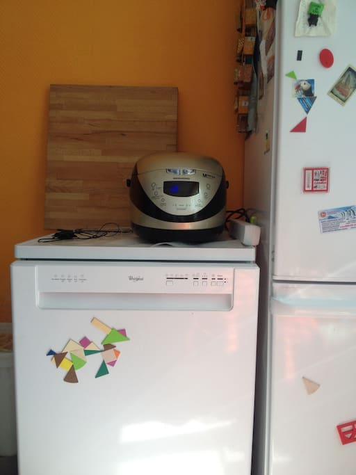 есть все необходимое, в том числе посудомоечная машина