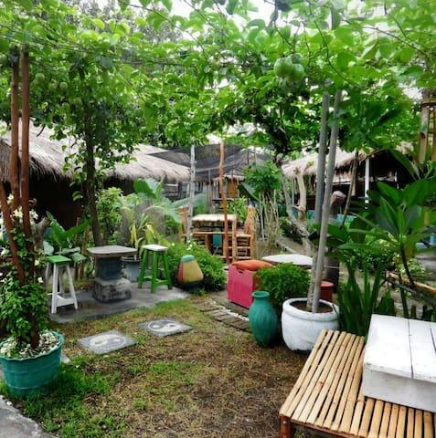 A Cozy Garden Traditional House - Nusa Tenggara Barat, ID - Talo