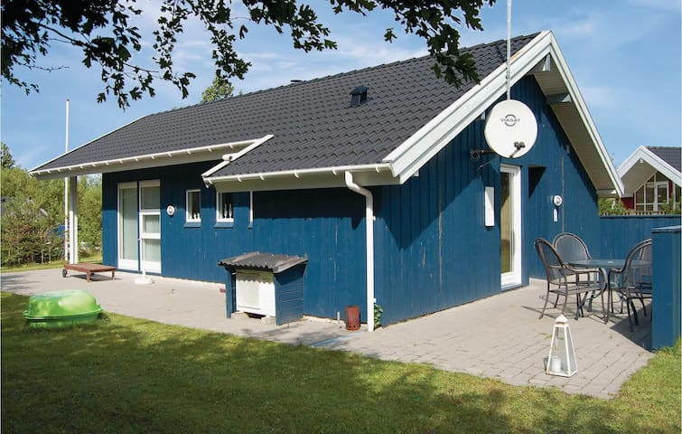 Holiday cottage with 3 bedrooms on 85 m² in Oksbøl