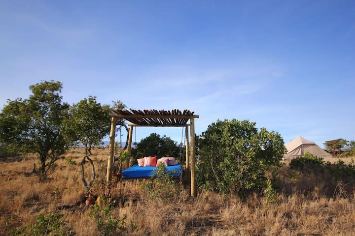 Sieku Mbili:small, unique, rustic, glamping luxury