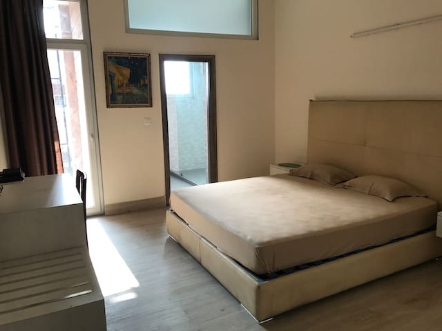 South Delhi B&B Executive 2