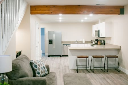 Rupert Square Suite Views, New, Downtown, Sleeps 6