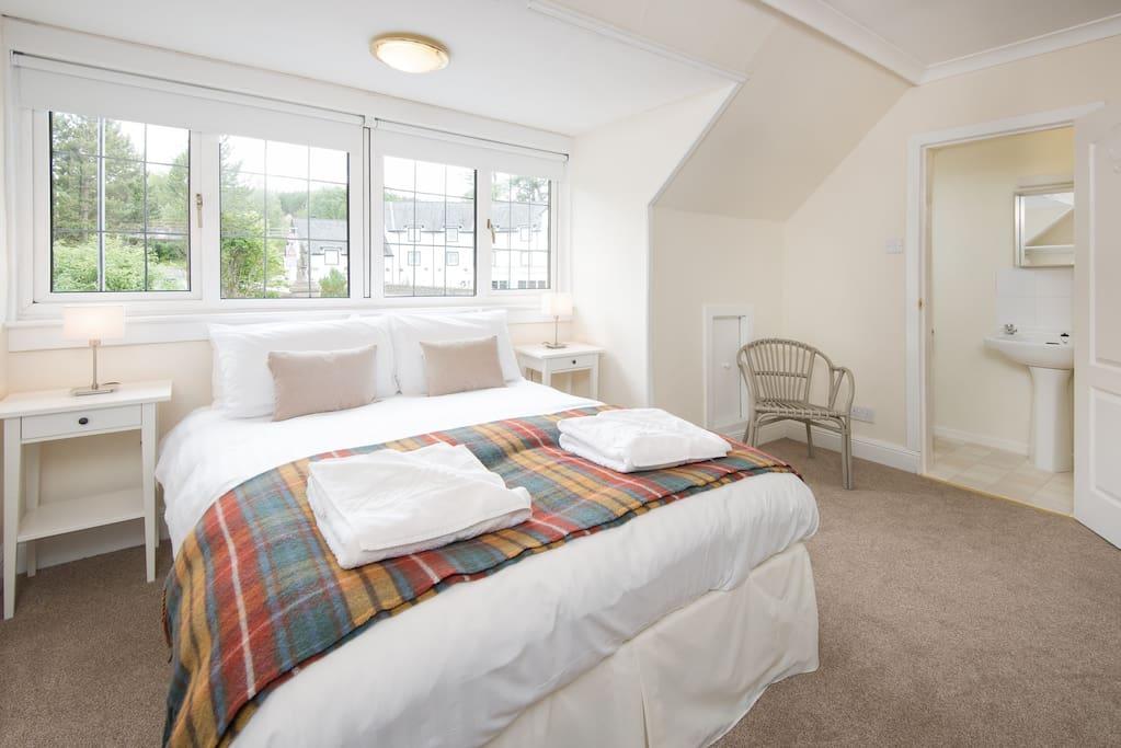 En-Suite Double Bedroom - light, airy, recently refurbished