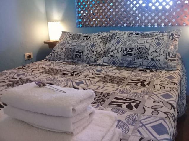 Ropa de cama y toallas incluídas en tu estadía.