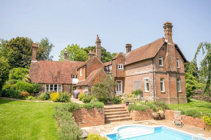 Gr II listed country house with pool (whole house)