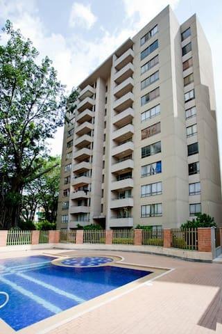 habitación acogedora y bien ubicada en sabaneta - Sabaneta - Appartement