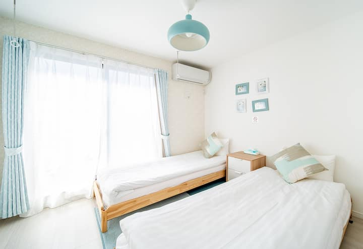 twin beds, WIFI /hot water/bathtub, 10min Sta.