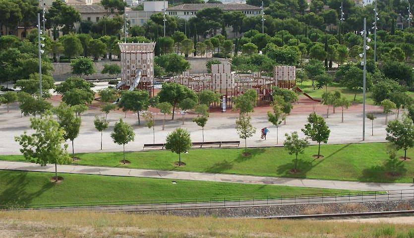 Gran parque a 2 minutos caminando desde casa ideal para hacer running
