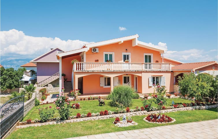 Holiday apartment with 1 bedroom on 35m² in Podgradina