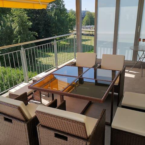 Modern apartment 10 mins to airport & Zurich City