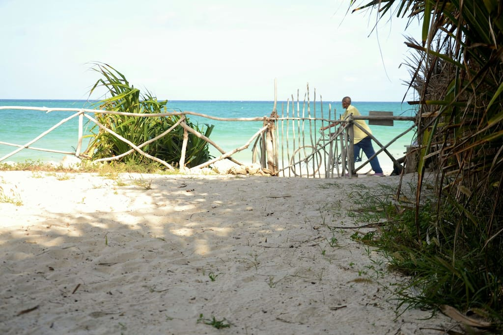 Private access to the beach