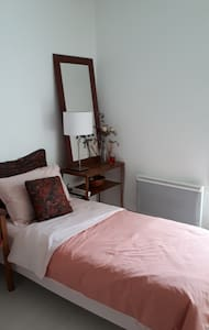 Quiet room for rent - 10 minutes from Geneve