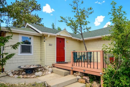 Cozy Cottage - Walk to Downtown Estes Park - Estes Park - 단독주택