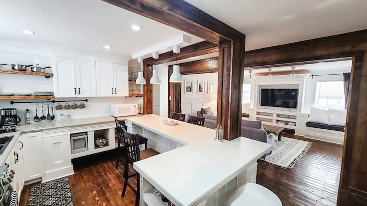 Gorgeous Loft in Galt ( sustainably renovated)