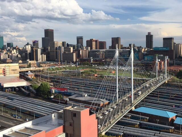 Trendy 15th Floor Penthouse in Vibey Braamfontein