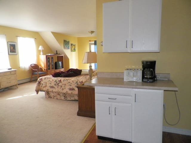 Private Sunny Unit near Newport - Middletown - Apartemen