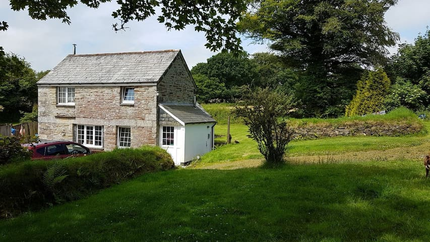 RYLANDS MEADOW COTTAGE- IDYLLIC COUNTRY HOME