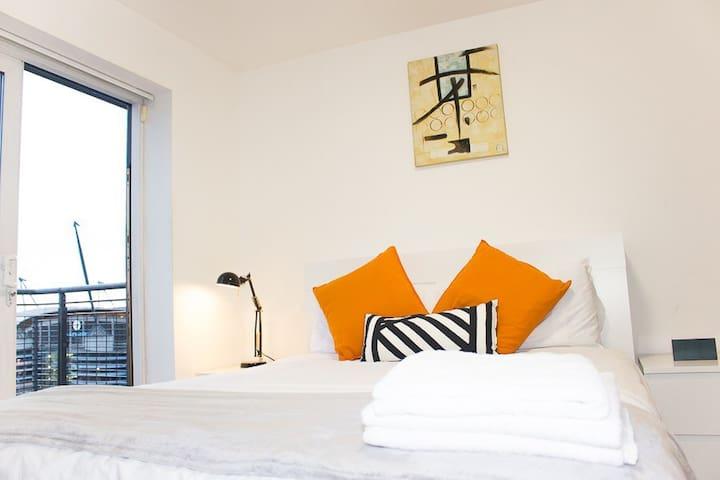 A delightful & spacious Mancity stadium apartment