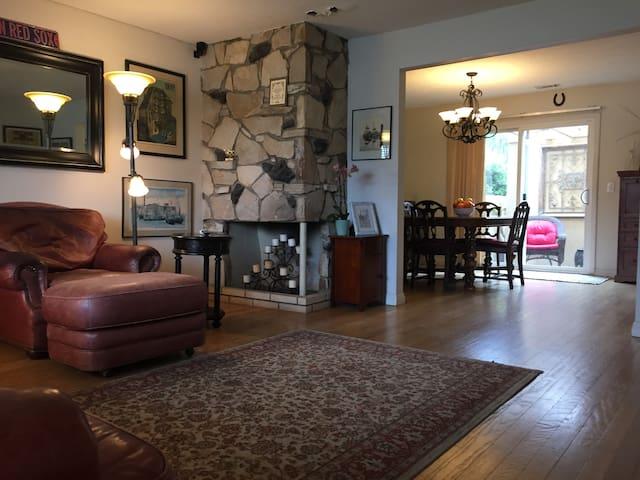 Gated Condo - Private Room & Bath in Central OC - Tustin - Wohnung