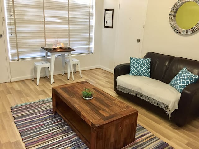 Short Walk to Beach + Close to Glenelg & Airport! - Somerton Park - Apartamento