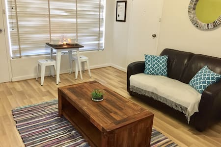 Short Walk to Beach + Close to Glenelg & Airport! - Somerton Park - Apartment